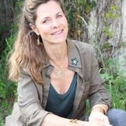 stephanie-a-Professeur de Yoga-portrait-1
