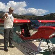 bruno à la fin de son vol en hydravion