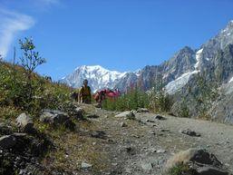 Randonneurs effectuant le Tour du Mont Blanc