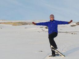 Randonneur en raquettes en Islande