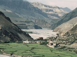 Village népalais au cœur des montagnes