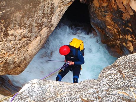 yann-a-Moniteur Canyoning et Escalade-7