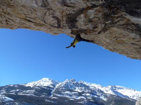 Dry Tooling déversant dans les Hautes-Alpes