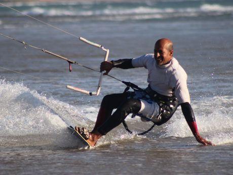Fayçal kitesurfing