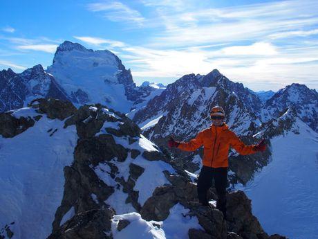 Au sommet du Pic de Neige Cordier