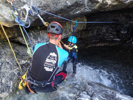 Initiation au canyoning dès l'âge de 6 ans