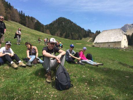 Groupe de randonneurs faisant une pause