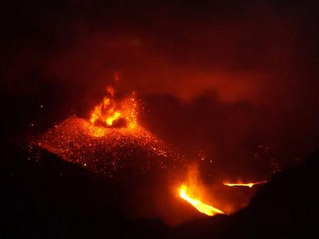 Eruption du Mt Raung en juillet 2015