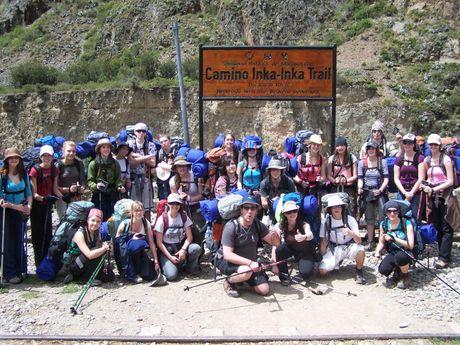 Entrée du trek, groupe étudiant