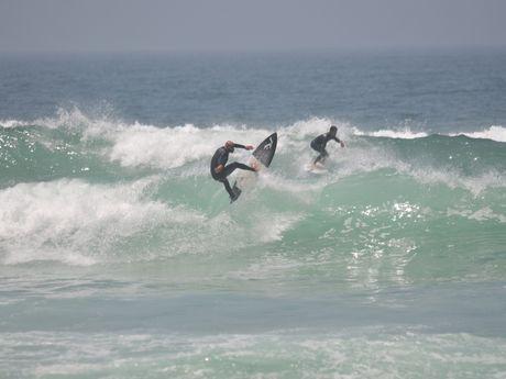 Amjad surf le spot de Anza