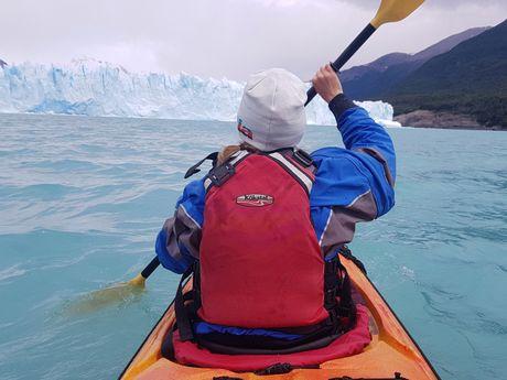 Kayak proche des glaciers en Patagonie