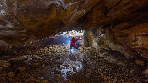 Découverte de la Spéléologie Grotte de Saint-Aupre-1