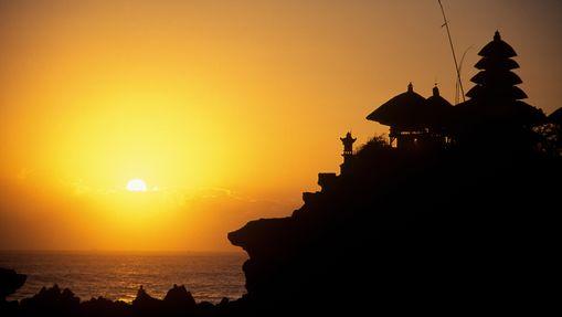 Temple de Tanah Lot au coucher du soleil