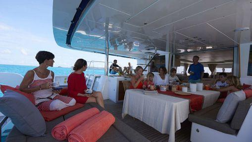 Croisière Grenadines version longue avec hôtesse