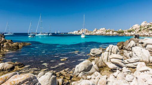 Croisière catamaran en Corse du Sud avec hôtesse