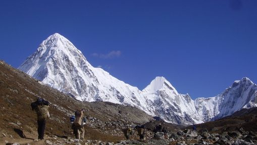 Marcheurs au pied de l'Everest