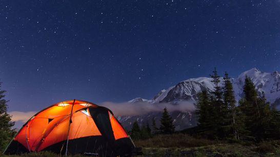 Sous la voûte étoilée face au Mont-Blanc