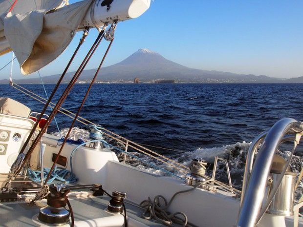 Navigation au pied du mont Pico aux Açores