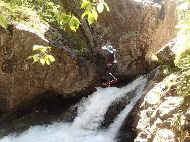 Découverte du canyoning dans les Hautes Pyrénées-4