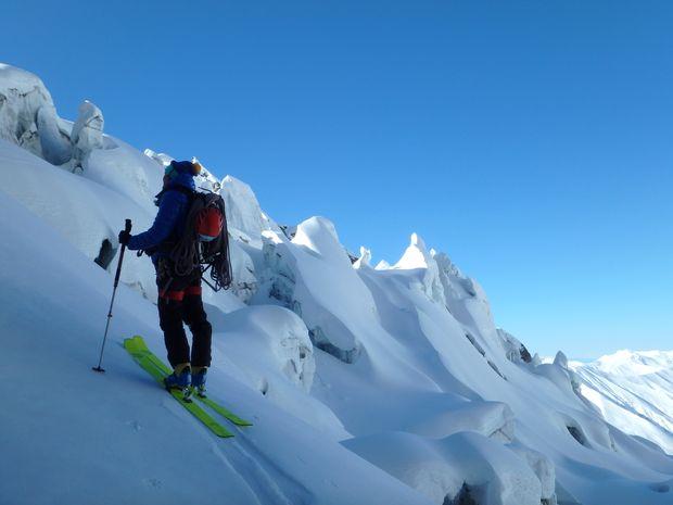 Ski sur le glacier du Chkara