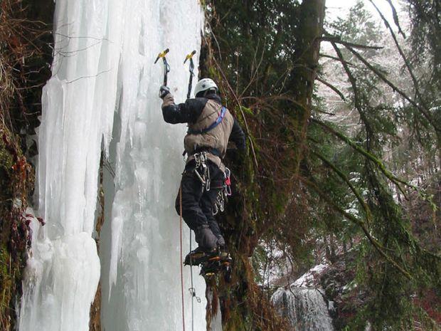 Ascension de cascades de glace dans le Cantal-4