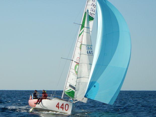 naviguez sur un bateau de course-1