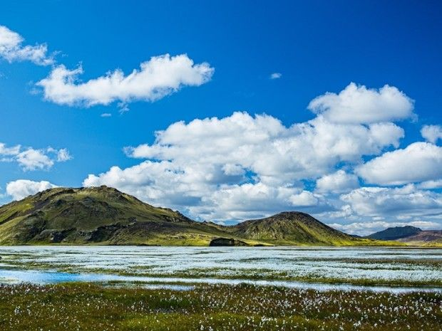 Montagne et rivière dans le Landmannalaugar