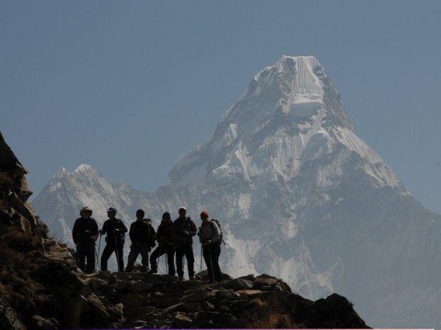 Groupe de trekkeurs dans l'Himalaya