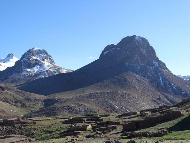 Montagne et village de l'arib iriri