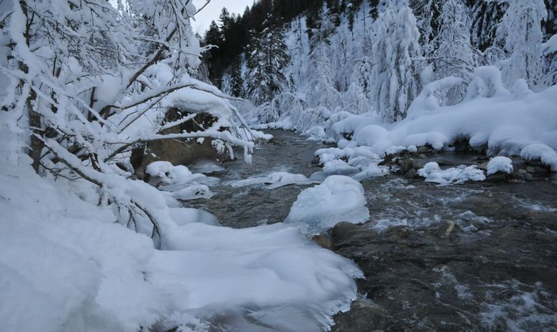 Rivière enneigée proche de Névache