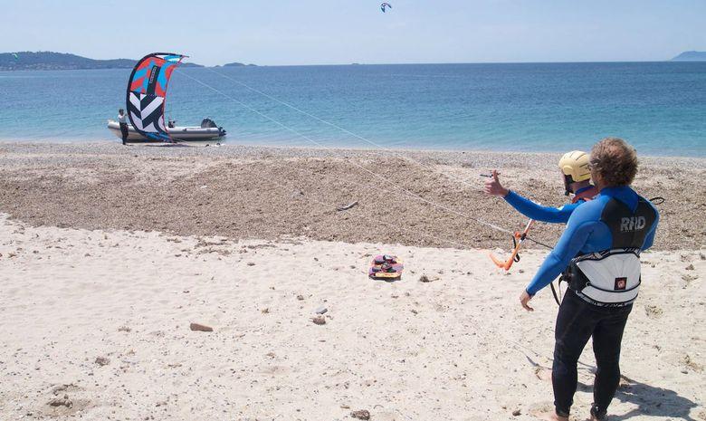 Stage de kitesurf à l'Almanarre pour les enfants-4