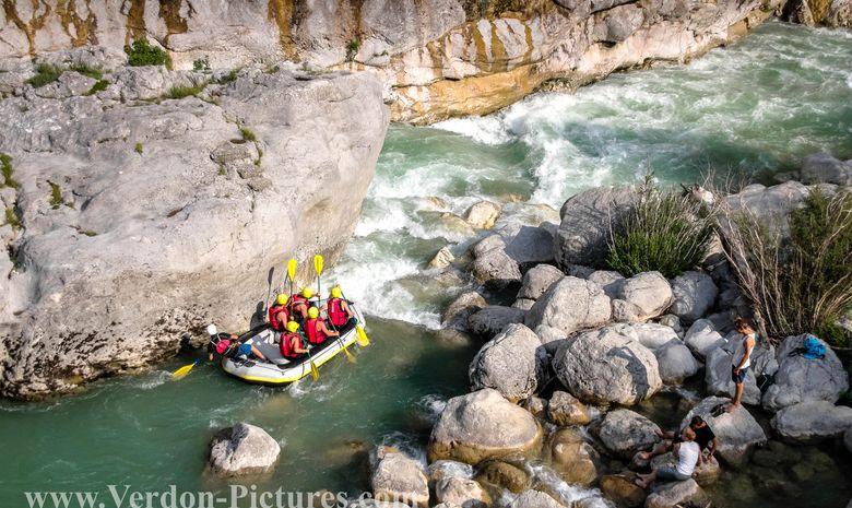 Descente sportive en rafting dans le Verdon-7