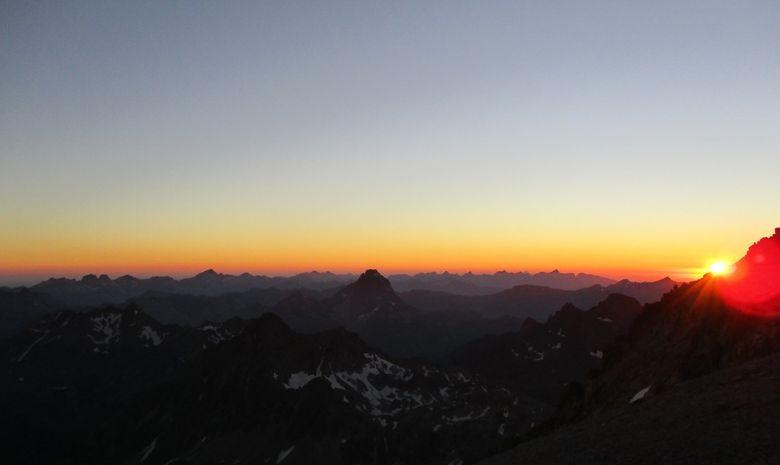 coucher de soleil lors d'un bivouac en altitude