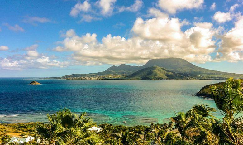 Les Antilles autrement : le Nord d'île en île-1