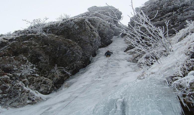 Ascension de cascades de glace dans le Cantal-3