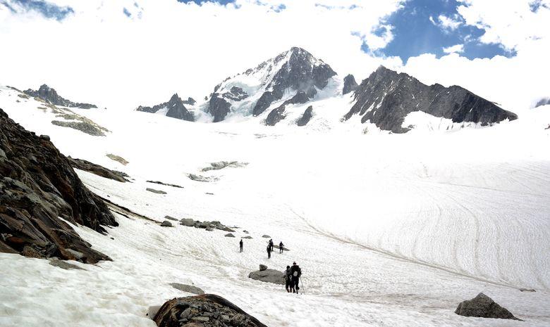 L'Aiguille du Tour, entrée dans l'alpinisme