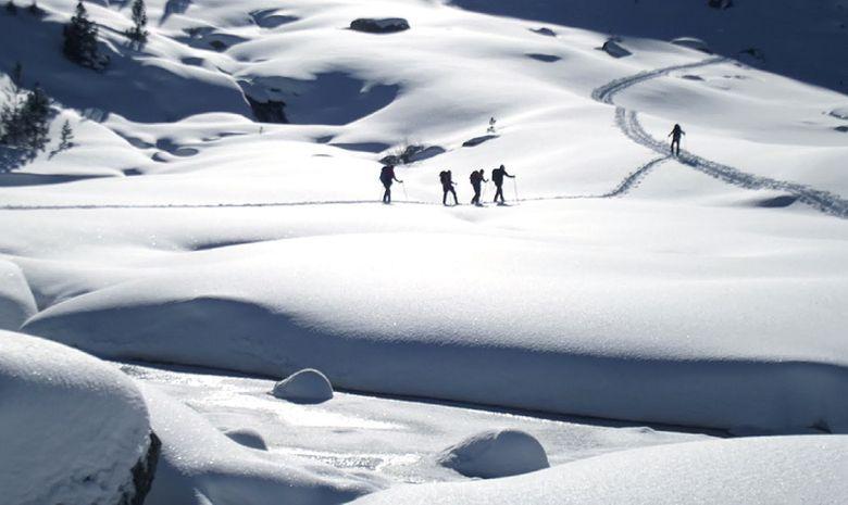 Immenses étendues enneigées des Pyrénées