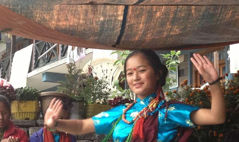 Népalaise posant pour une photo