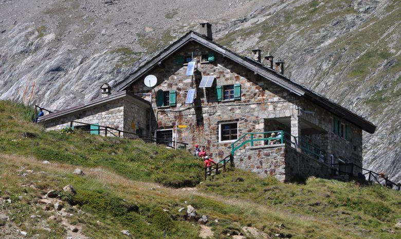 Rifugio Elisabetta au milieu des montagnes