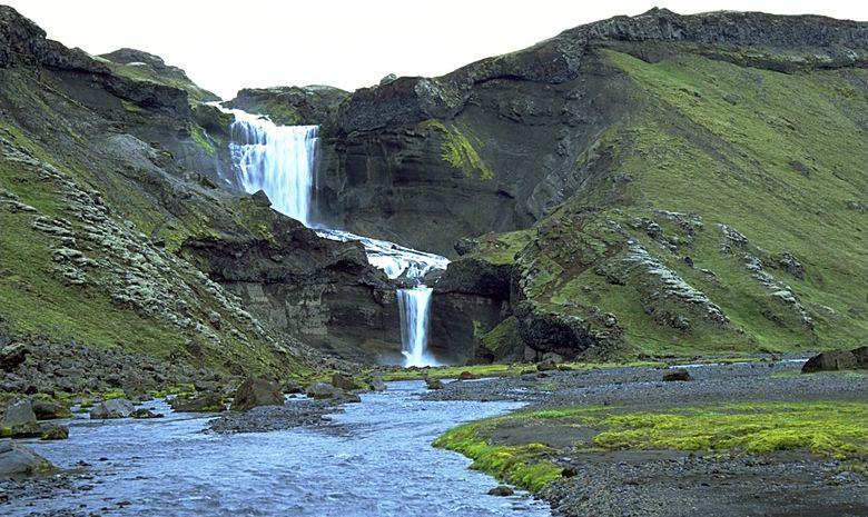 Chute d'eau d'Ofaerufoss en Islande