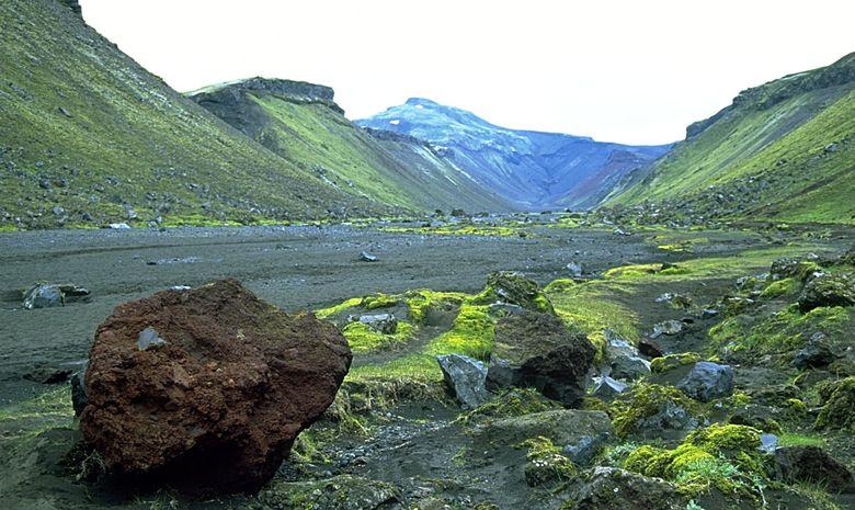 Roches et montagne dans la Vallée d'Eldgja