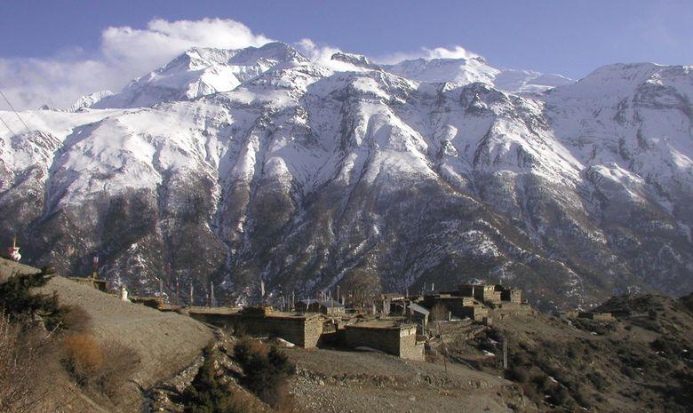 Panorama sur Ngawal et les montagnes himalayennes