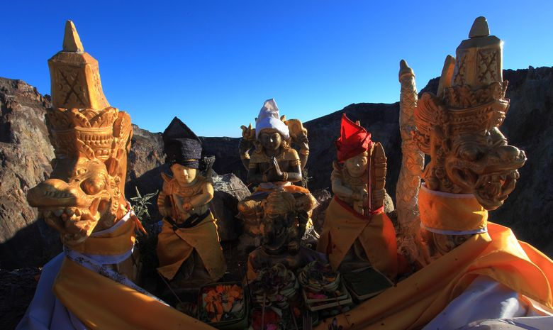Offrandes sur le bord du cratère du Mt Agung