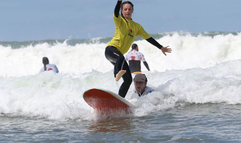 Stage de surf sur la plage des Cavaliers
