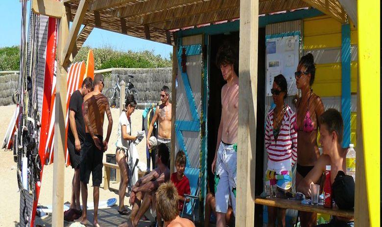 Séjour en surf camp sur la plage des Cavaliers-10