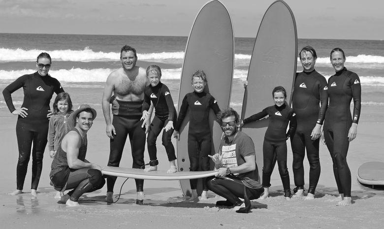 un cours de surf tous ensemble