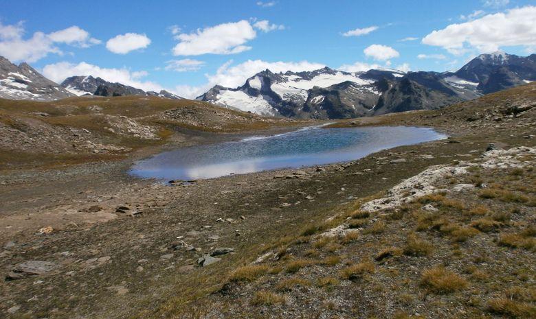 Un petit lac à 3000 mètres d'altitude