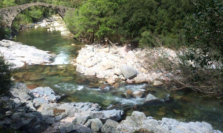 photo d'un rivière + pont
