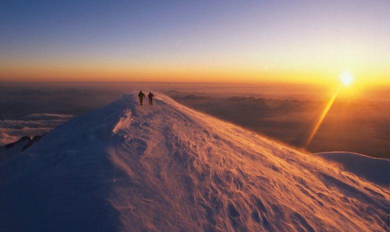 Sommet du mont Blanc au lever du soleil