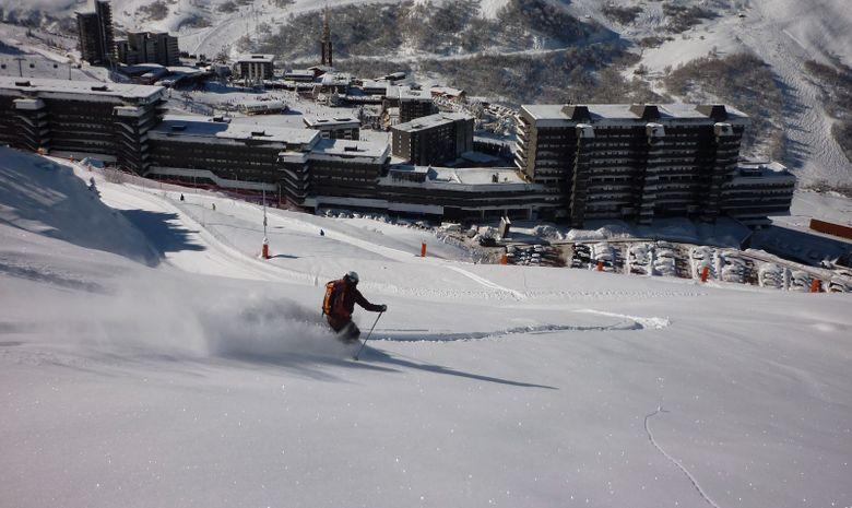 descente à ski sur station